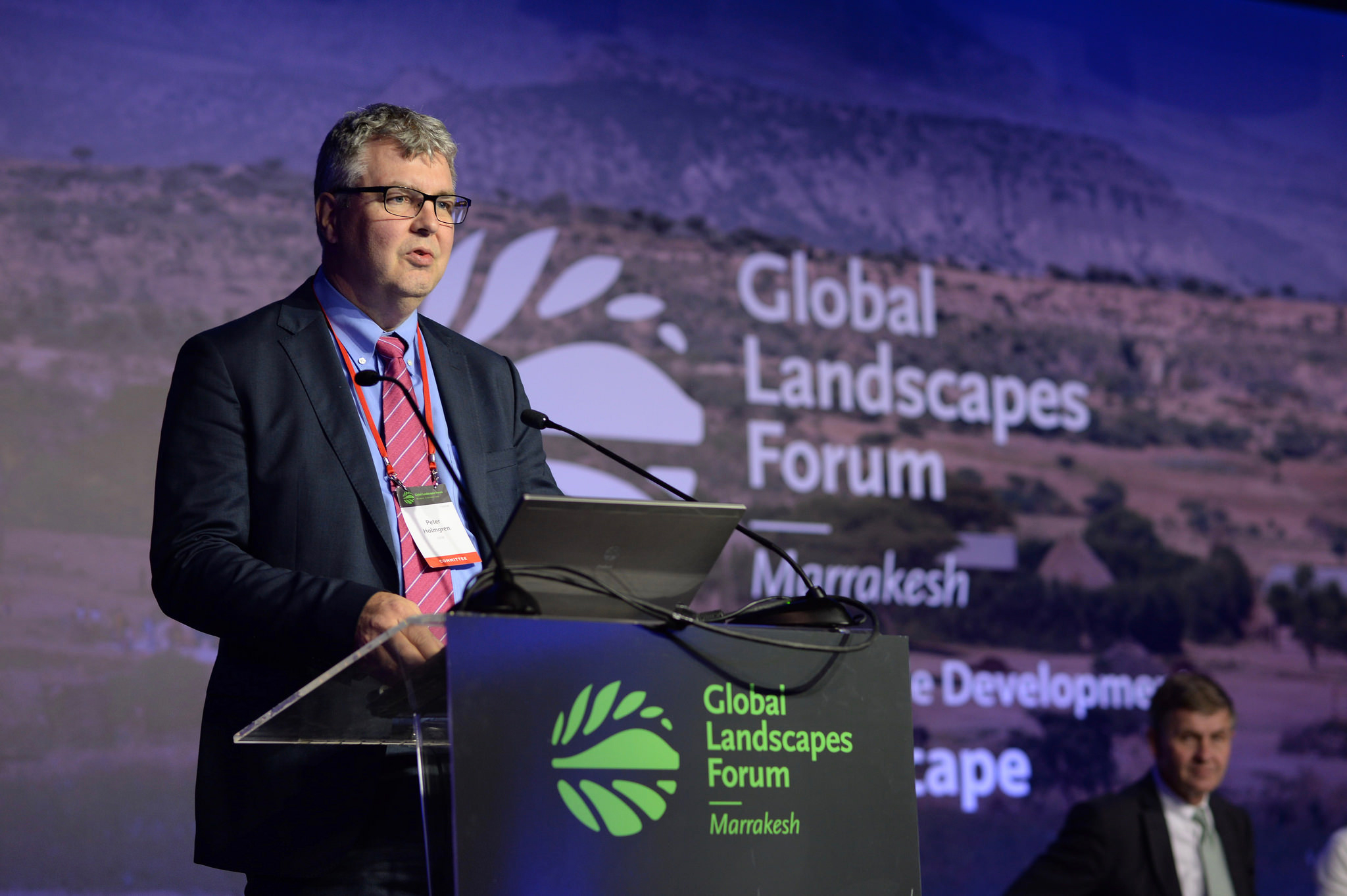 CIFOR extends term of Director General Peter Holmgren